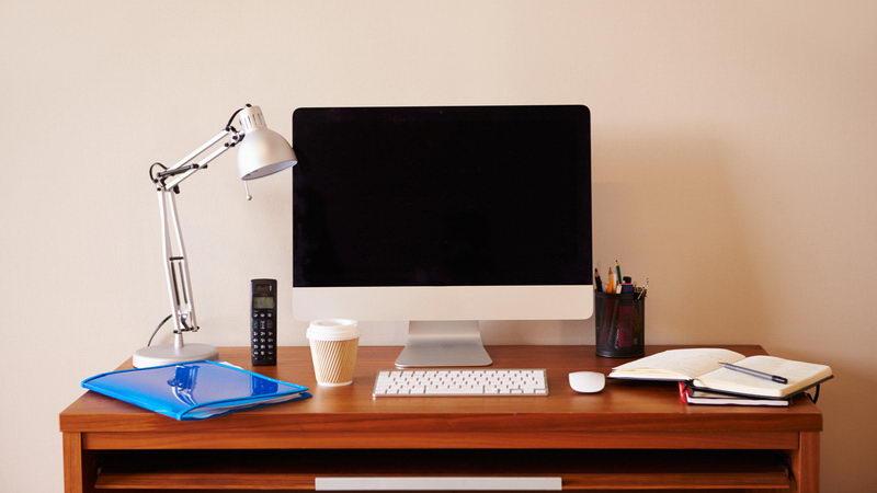 שולחן עבודה למזכירת המשרד