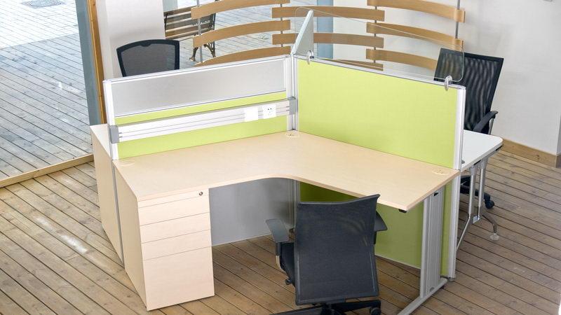 שולחן עבודה למורה